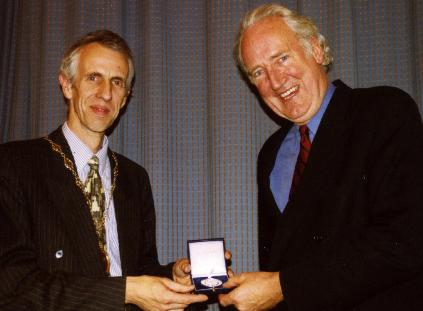 Picture of Prof McVie receiving RSSA medal